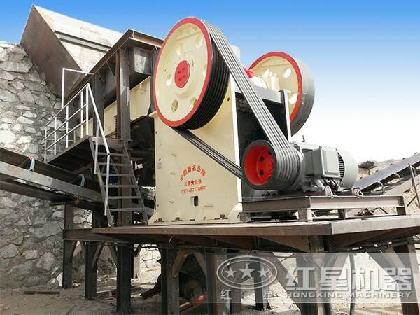 煤矸石颚式破碎机工作现场
