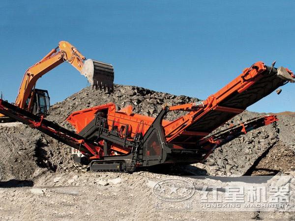新型车载流动碎石机工作现场