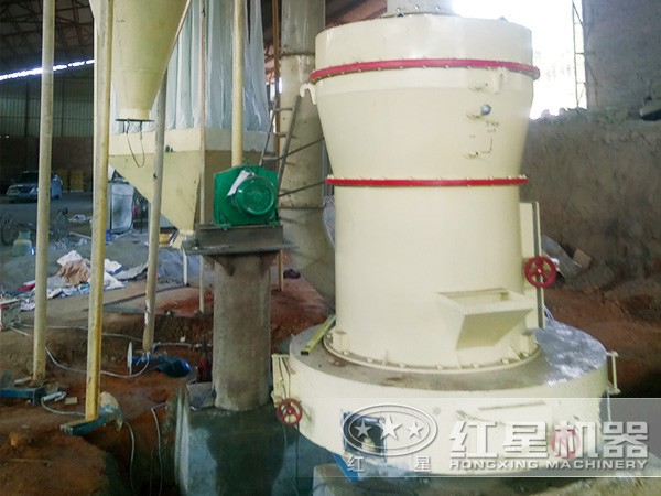 摆式磨粉机客户现场安装前