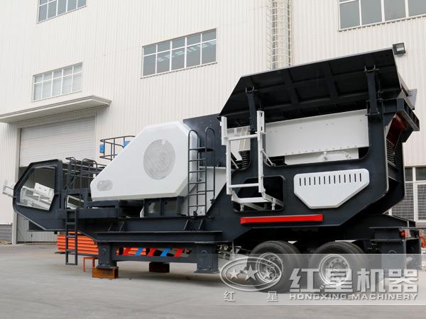 一台时产100吨-600吨流动式鹅卵石移动碎石机