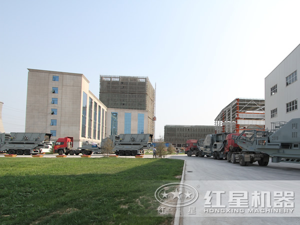 一台时产100吨-600吨流动式鹅卵石移动碎石机厂家