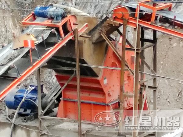钾长石细碎机工作现场2