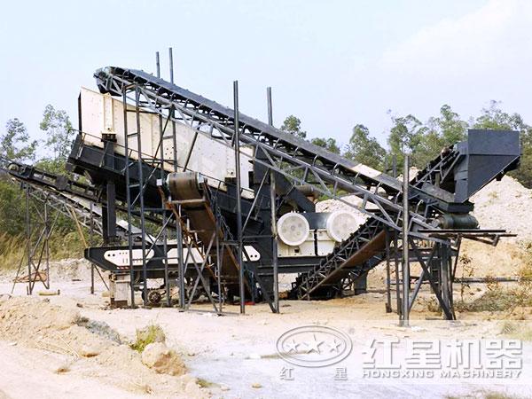 时产300吨青石移动破碎站工作现场