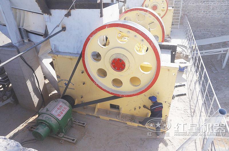 配鄂破机+反击破的日产6万吨石子破碎生产线现场1
