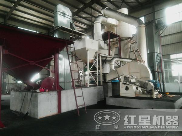 环保无污染的锆石磨粉机工作现场