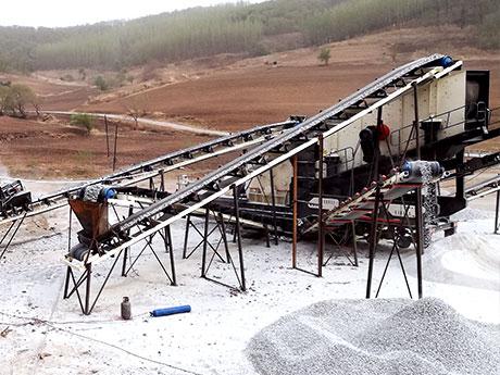 广东时产100吨钾钠长石移动破碎加工生产线项目