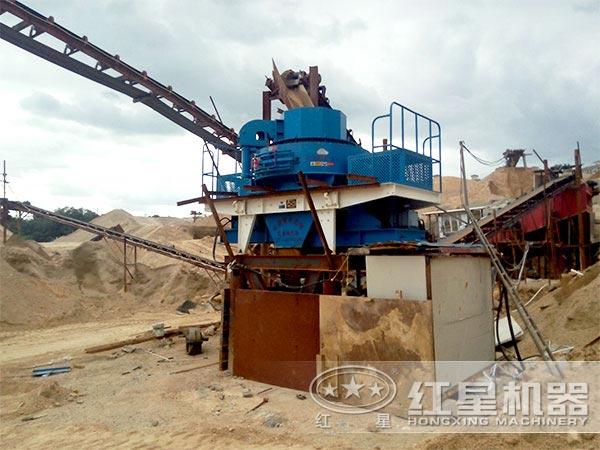 铝矾土制砂机工作现场