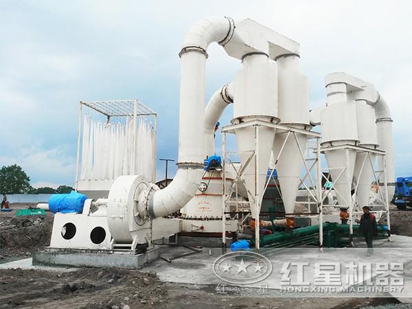 珍珠岩雷蒙磨粉机生产现场