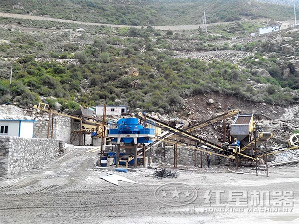 珍珠岩制砂机工作现场