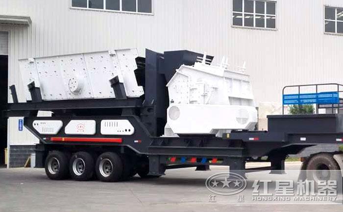 移动大型石头粉碎机:搭载反击破