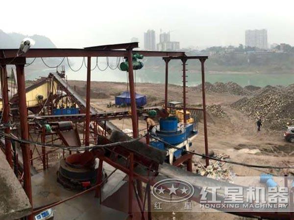 河南铁矿石冲击式破碎机工作现场