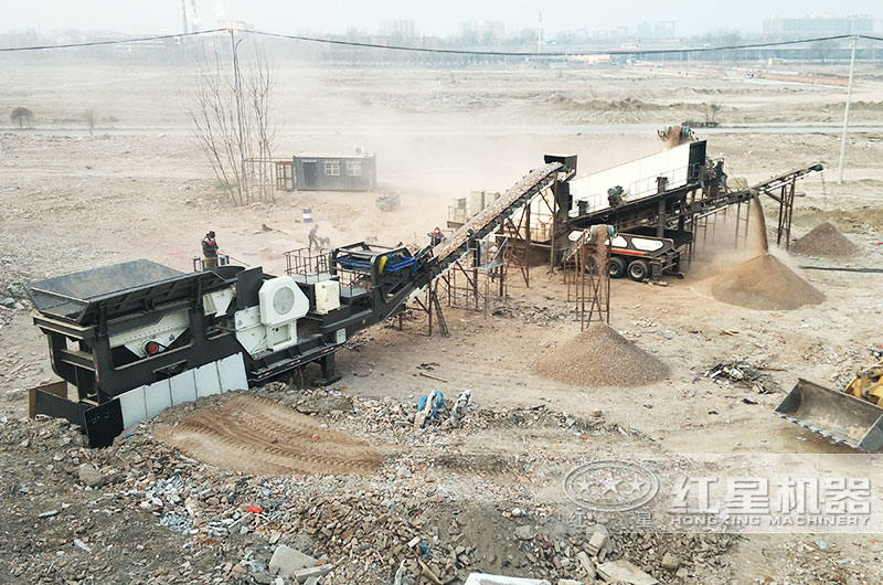 山东某移动建筑垃圾粉碎机处理现场