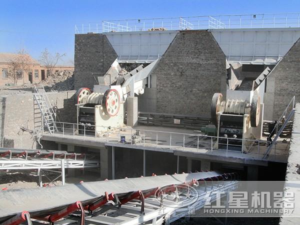 河北时产700吨二段破碎生产线现场:颚破机