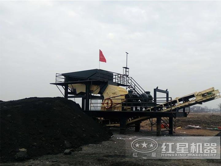 煤矸石移动粉碎生产线现场