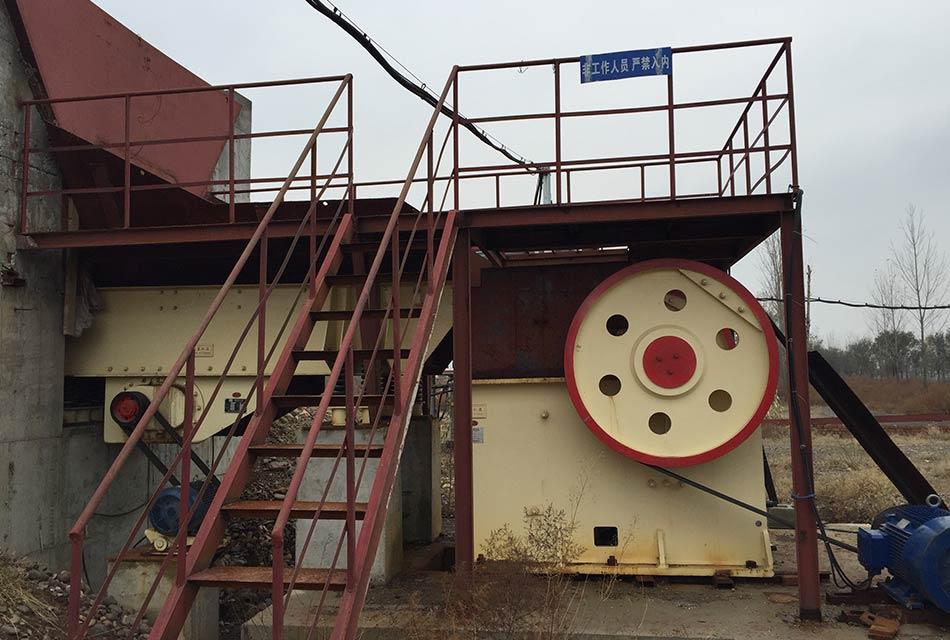 河南平顶山时产30-40吨花岗岩破碎生产线
