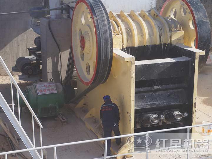 时产500吨石灰石制砂生产线:颚式破碎机