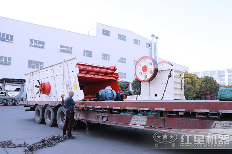 一套日产2000吨小型碎石机发货:颚破机+振动筛