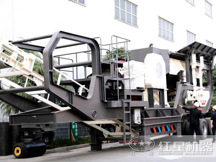 轮胎移动破碎站配鄂式破碎机,时产50-500t/h