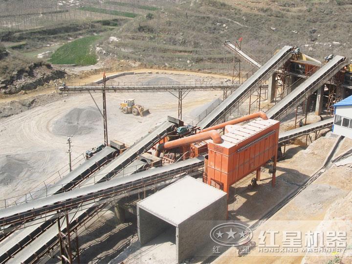 河南桐柏青石制砂现场产量250t/h,出料均匀