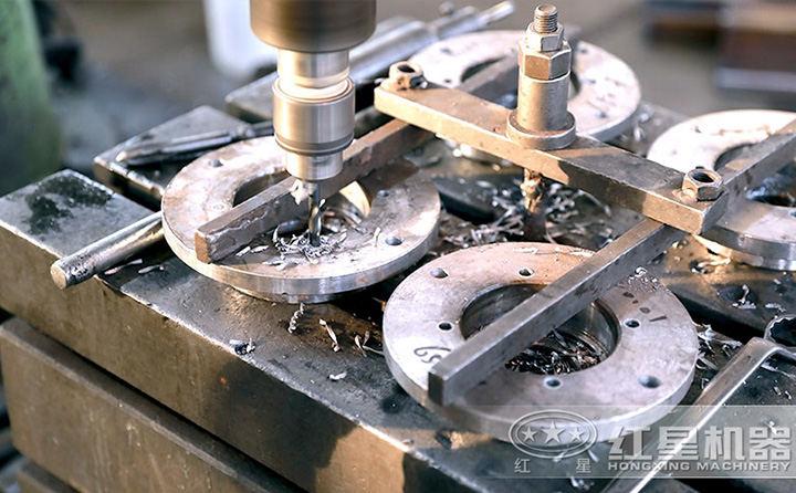 红星出品,必出精品,匠心工艺打造高品质、高性价比的大中型履带移动破碎一体机