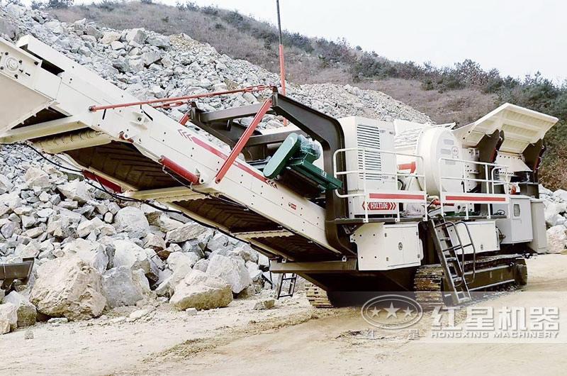鄂破移动型矿用碎石机遥控行走可进行30度爬坡作业