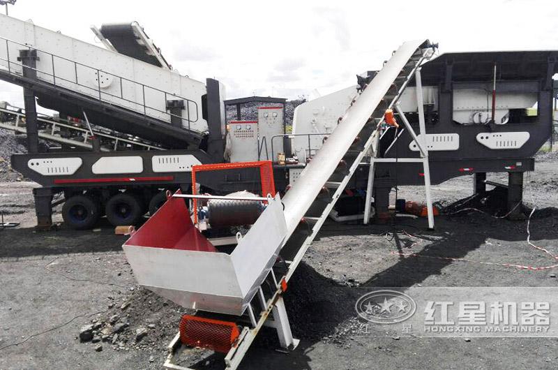 轮胎移动颚破机+轮胎移动反击破,时产200吨石头破碎生产线现场