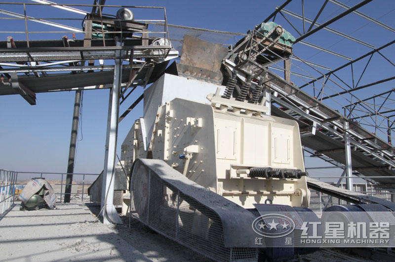 大型石场破碎机生产现场,专业的配置,效能高的生产