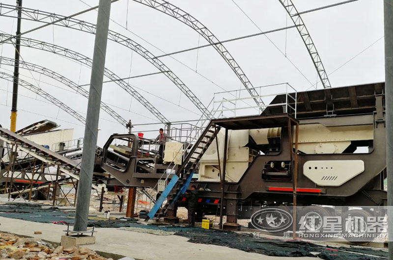 反击破移动型矿用碎石机生产现场