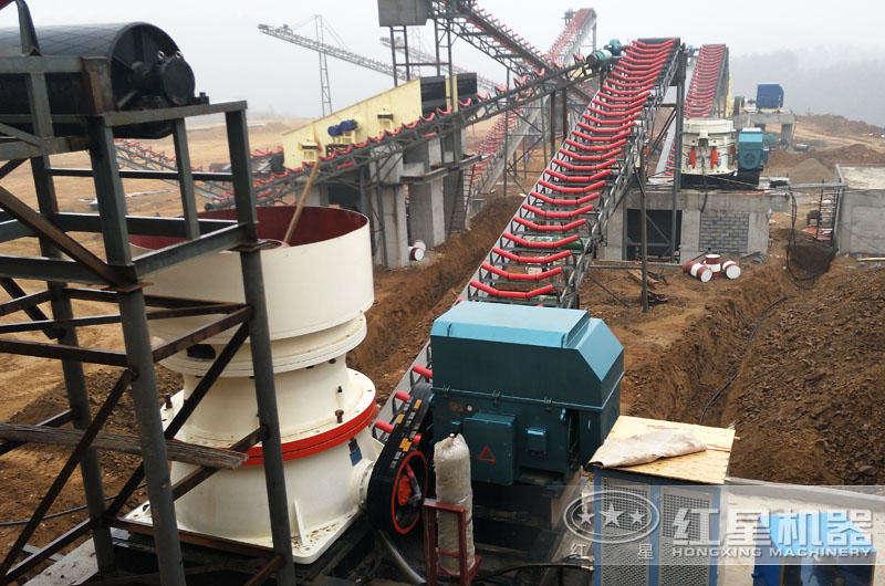 日产3500吨沙石料子的圆锥破现场粉尘少,噪音小