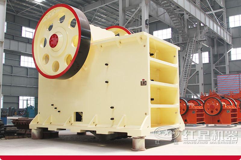 固定环保机制砂生产线设备粗碎:PE颚式破碎机