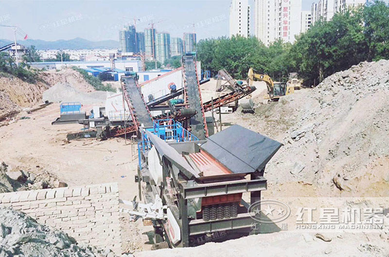 河北石家庄建筑砖块粉碎机移动式生产现场