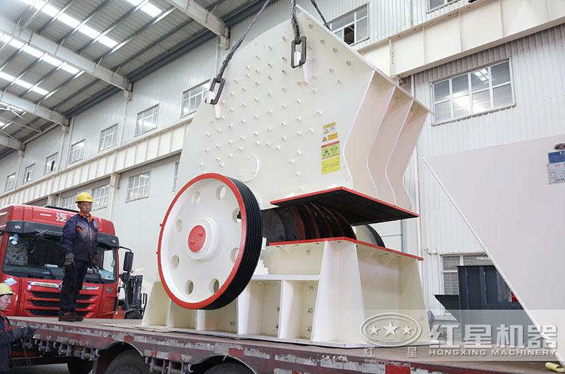 时产200-300吨重锤式破碎机装车