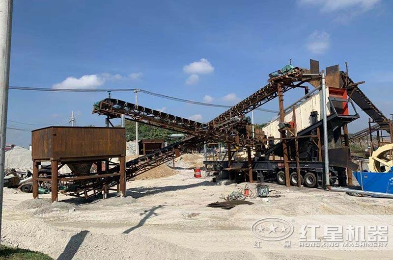 海南客户移动制砂机作业现场