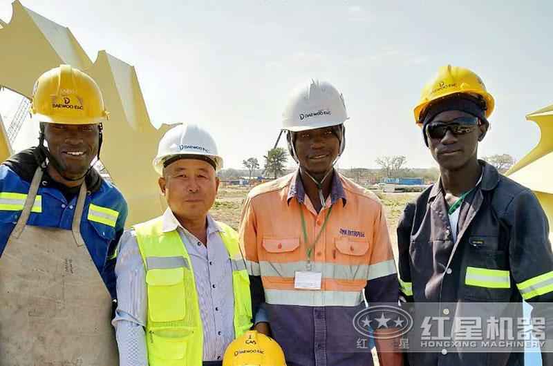 技术人员为赞比亚客户提供服务