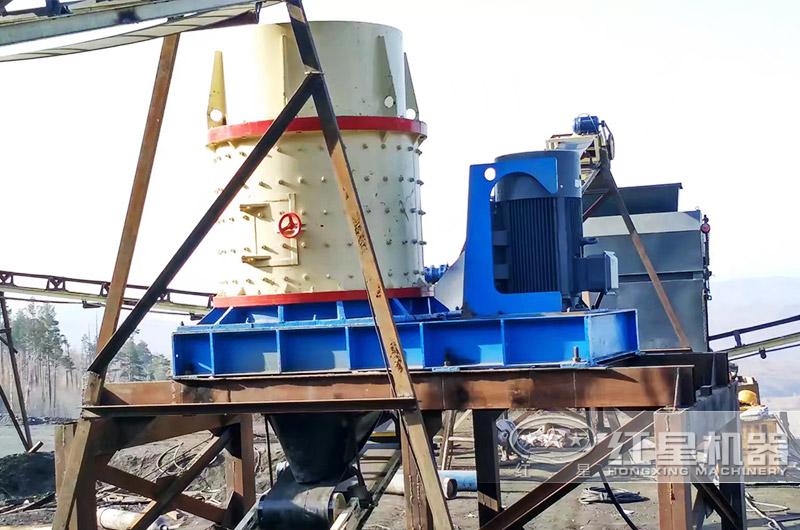 河北时产100吨的立式复合破碎机安装现场一