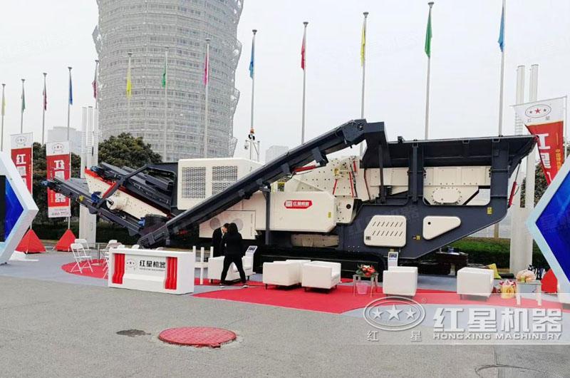大型流动式煤炭粉碎机成品展览现场
