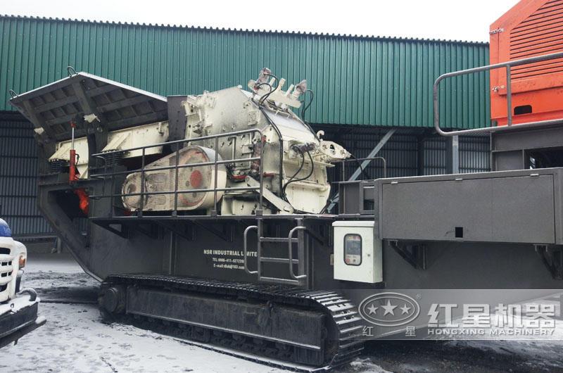 俄罗斯大型流动式煤炭粉碎机生产现场