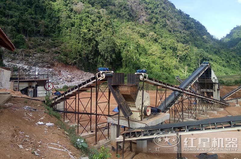 老挝客户时产300吨碎石机生产现场