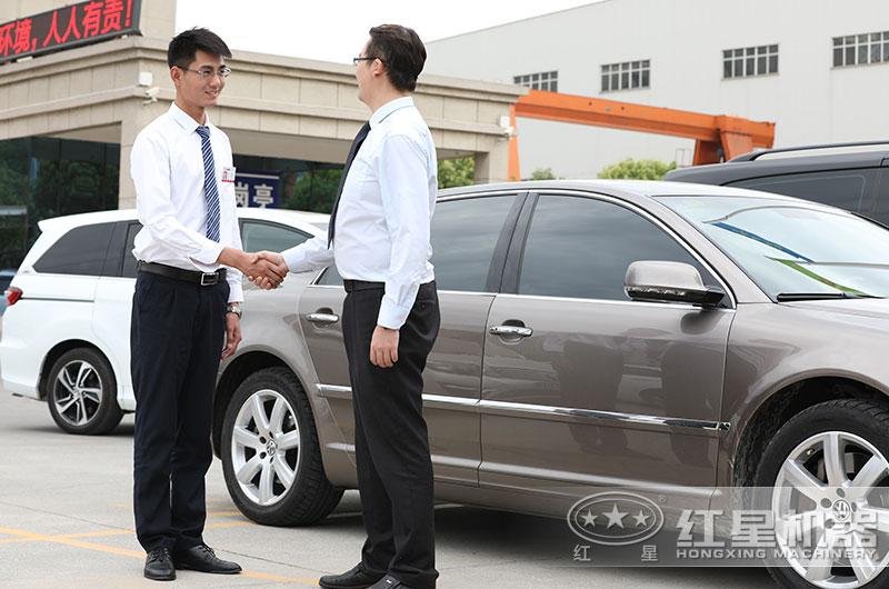 红星会派专车接送客户,并有专人讲解设备