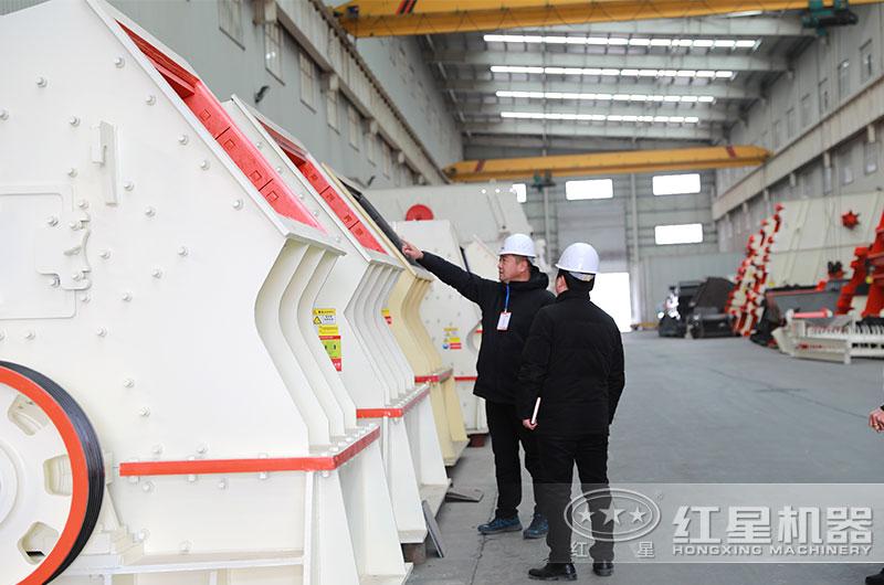 客户来厂参观考察PCZ1615重锤式破碎机