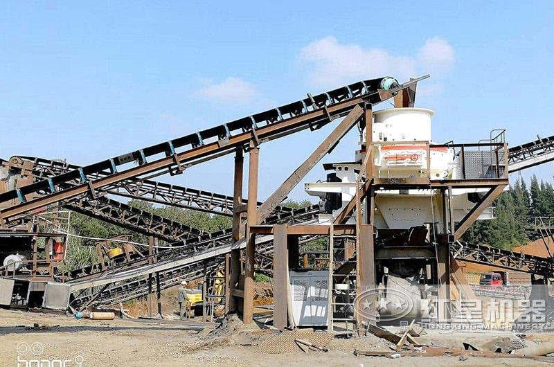 时产一千吨高硬度岩石石料制砂生产线现场