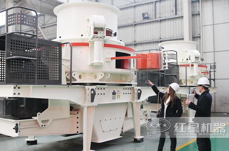 冲击式制砂机:对石料进行制砂处理,级配合理