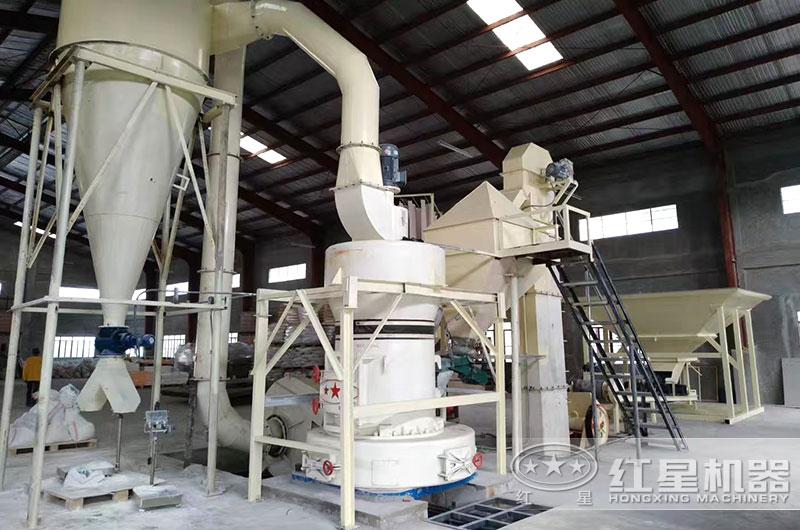 山西客户雷蒙磨粉机生产现场