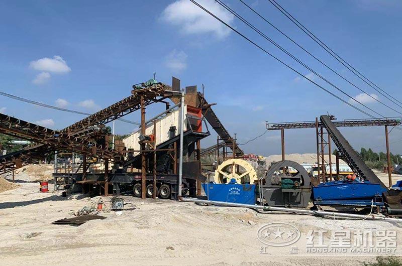 海南客户移动式制砂机生产现场