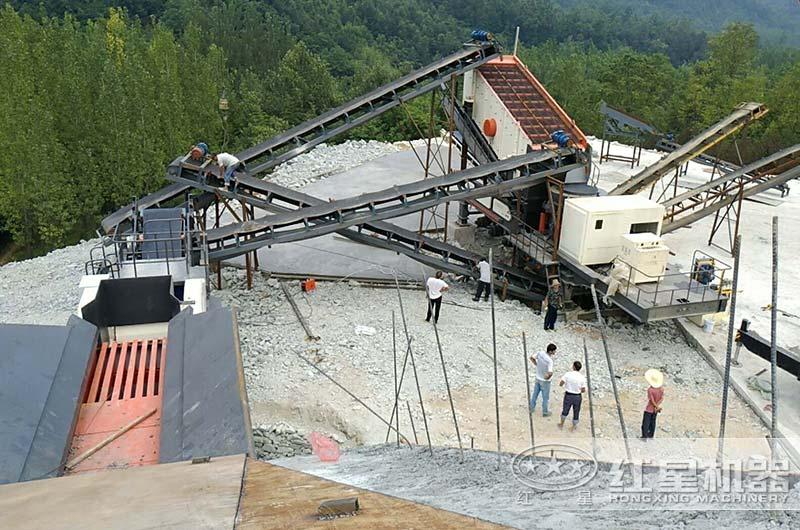 南阳客户流动山石破碎车生产现场