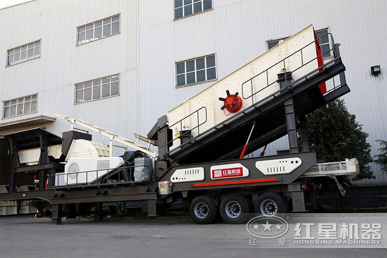 时产200吨搭配重锤破的移动破