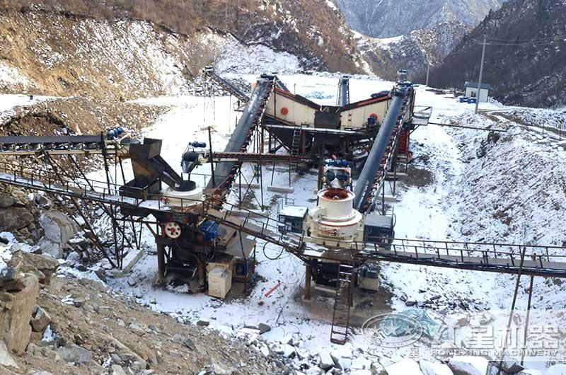 时产100吨河石制砂机生产现场