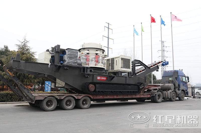 大型环保移动矿山粉碎机设备发货
