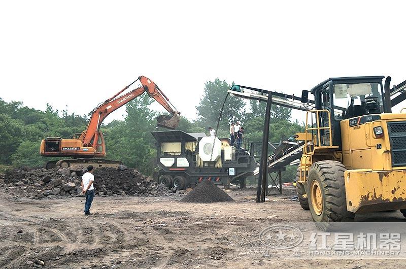 移动式煤炭粉碎机作业现场图