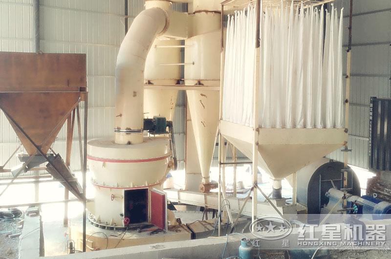 白云石雷蒙磨粉机作业现场图